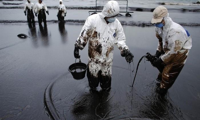 Новый материал позволит вторично использовать разлитую в океане нефть