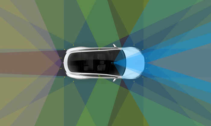Tesla показала, как автопилот паркуется без водителя