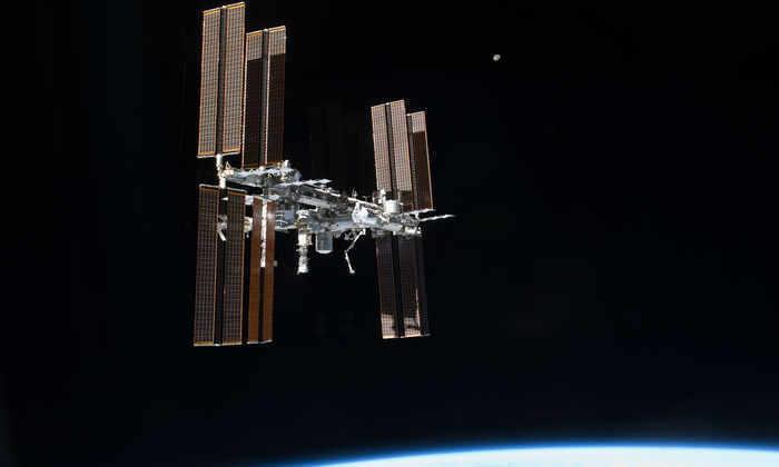 Космонавты назвали «неправильным» сокращение числа россиян на МКС