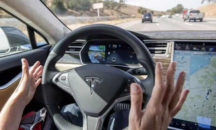 Автопилот Tesla будет наказывать невнимательных водителей