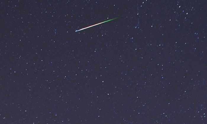 Видео: яркий метеор в небе над Великобританией