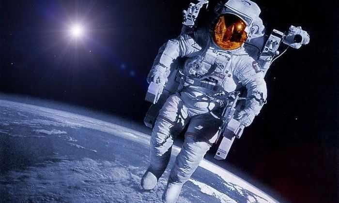 Создано видео полета с поверхности планеты до точки в 10 млрд световых лет от Земли