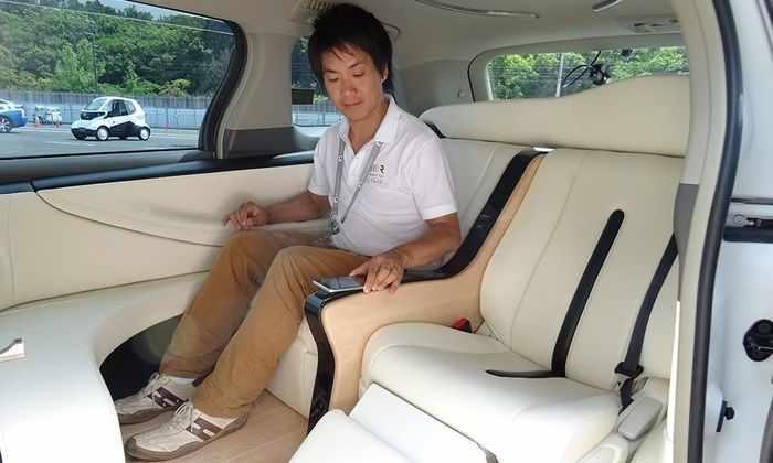 Японцы протестировали самоуправляемое такси