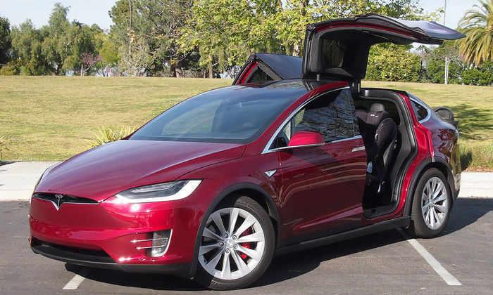 Автопилот Tesla Model X спас жизнь мужчине