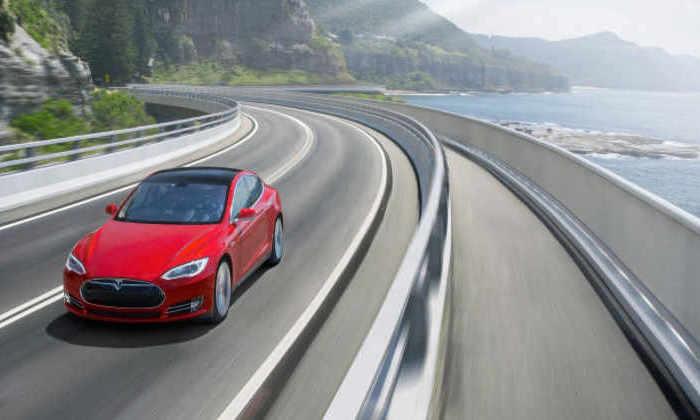 Tesla ненакажут отзывом авто засмертельное ДТП воФлориде