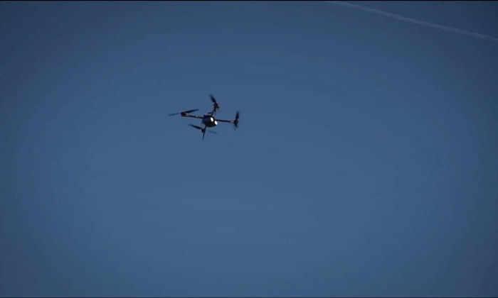 Квадрокоптер в небе над Ла-Маншем
