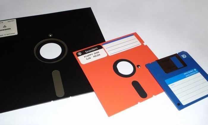 РАН попросила молодых ученых подать заявки на конкурс на дискетах