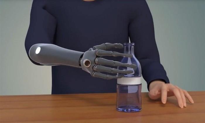 Рука с интеллектом и глазом: разработан новый бионический протез