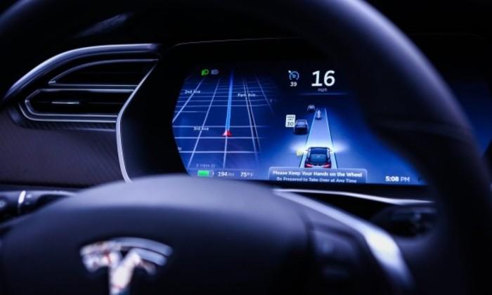 Автопилот Tesla не считает велосипедистов за людей