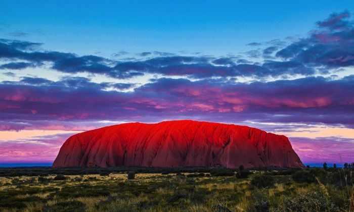 Самый загадочный «камень» Австралии превратился в водопад. Фото и видео очевидцев