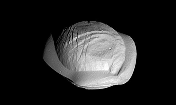 Почему спутники Сатурна похожи на пельмени и картофелины