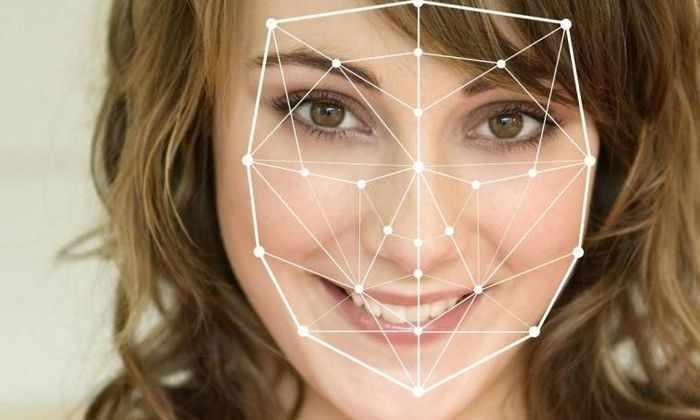 Профессор использует систему распознавания лиц для определения заинтересованности студентов