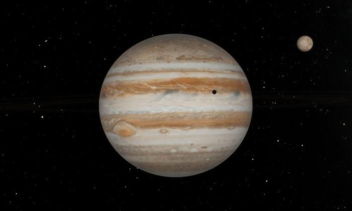 Фото дня: буря на газовом гиганте и юпитерская «галактика»