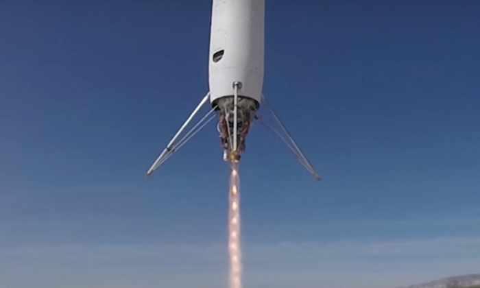 Видео: мини-ракеты поднимаются над землей и зависают в воздухе