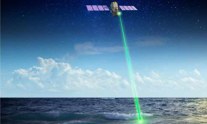 НАСА «обстреливает» океан космическим лазером