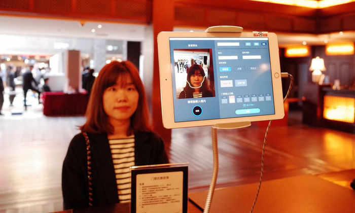 Китайские отели используют систему распознавания лиц вместо пропусков
