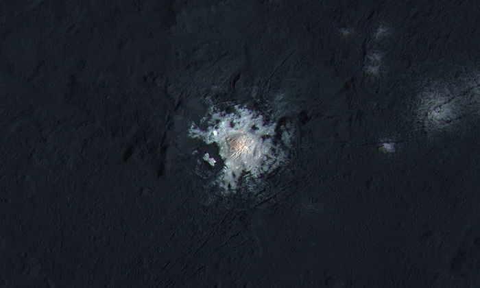 Ученые получили новую информацию о загадочных пятнах на Церере