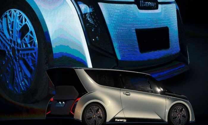 Китайская компания представила гибридный электромобиль на солнечных батареях