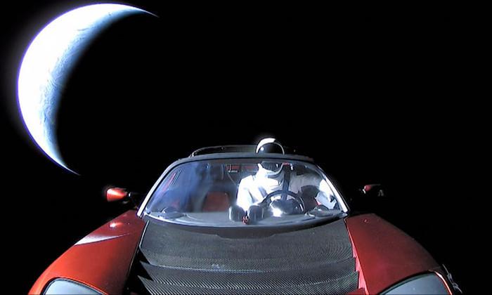 NASA внесло Tesla Roadster в официальный список небесных объектов