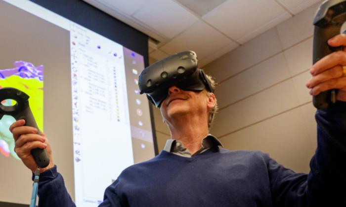 Билл Гейтс: как виртуальная реальность поможет в борьбе с заболеваниями