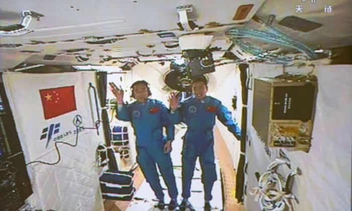 Член экипажа «Шэньчжоу-11» надеется встретить инопланетян