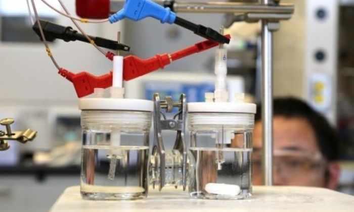 Новый катализатор в три раза лучше разделяет воду