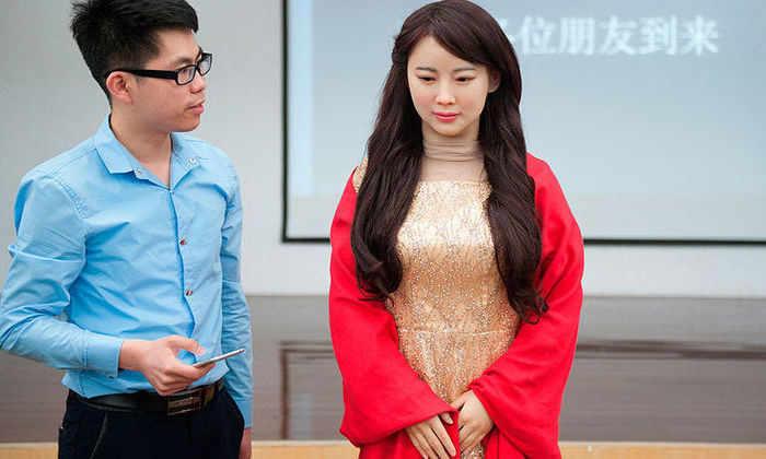 Китайское телевидение опубликовало видео робота-девушки Цзя Цзя