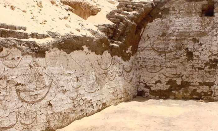 Археологи нашли корабль-гробницу в Египте