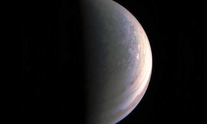 Зонд Juno прислал первые фото полюсов Юпитера