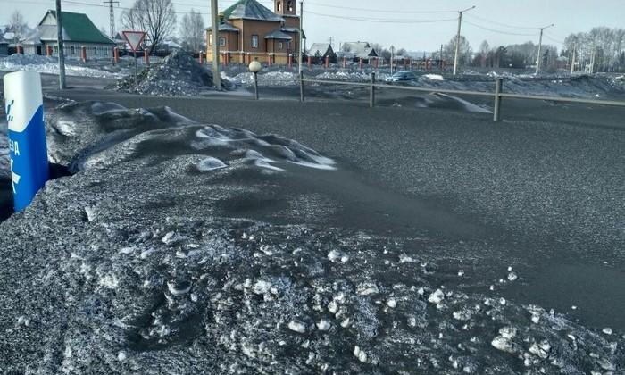 В Сибири выпал черный снег. И мы не советуем вам его есть