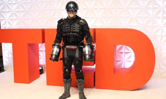 Британский изобретатель показал «костюм Железного человека» в действии