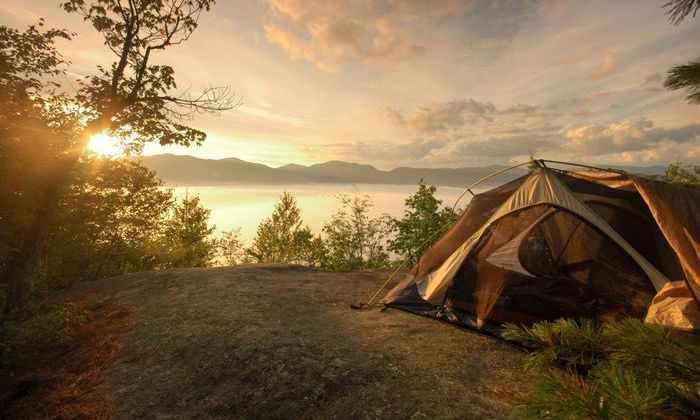 Видео: эта палатка заряжает телефон в любой точке мира, где есть солнце