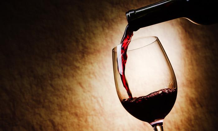 Биофизик разработал винную бутылку-непроливайку