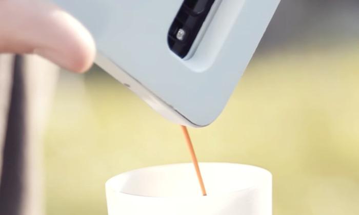 Создан чехол для смартфона, который варит кофе