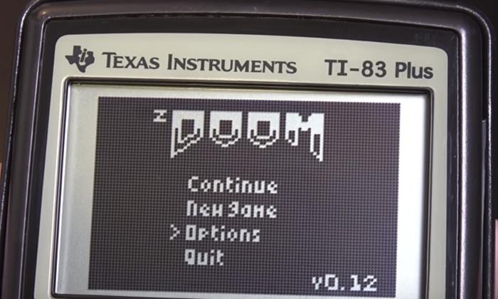 Игра Doom, запущенная на калькуляторе