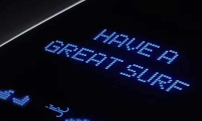 Видео: доска для серфинга от Samsung Galaxy поможет оставаться на связи даже на гребне волны