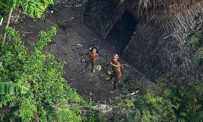 Фоторепортаж: в мире остается более 100 племен, которые живут в полной изоляции от цивилизации