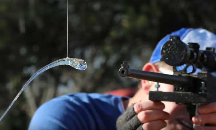 Видео: что происходит, когда пуля попадает в «нерушимую» стеклянную каплю принца Руперта