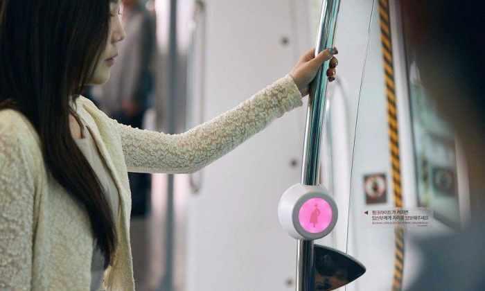 Корейцы придумали хитрый способ заставить пассажиров уступать место беременным женщинам