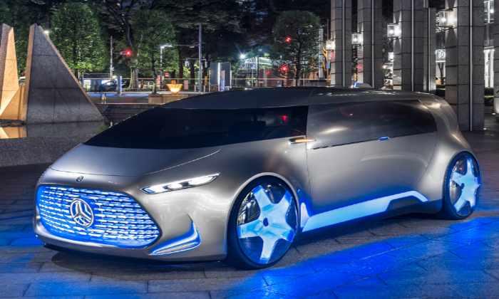 Видео: Mercedes представил самоуправляемый футуристичный автомобиль в действии