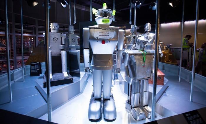 Терминатор, лебедь, робомонах и другие роботы на выставке в Лондоне